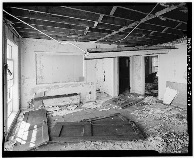 Mill Valley Early Warning Radar Station OBLIQUE VIEW OF THE INTERIOR OF THE FRONT ROOM OF THE BACHELOR AIRMEN QUARTERS, BUILDING 204, LOOKING EAST.
