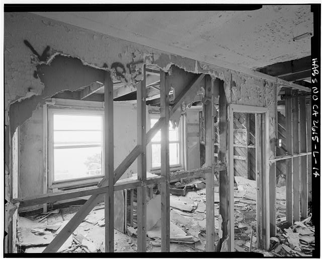 Mill Valley Early Warning Radar Station INTERIOR OF TYPICAL SLEEPING QUARTERS, BUILDING 208, LOOKING SOUTHEAST.